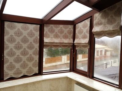 римские шторы с фигурным низом из ткани блэкаут