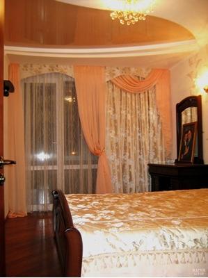 шторы с декором в спальню