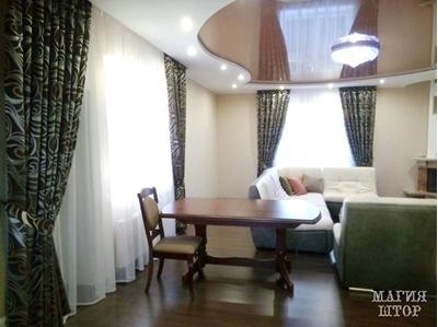 оформление шторами большой гостиной
