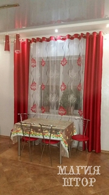 шторы на люверсах в красную кухню