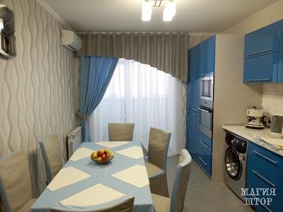 комплект столового белья и штор в серо-голубую кухню