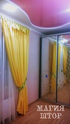 желтые шторы на петлях в детскую