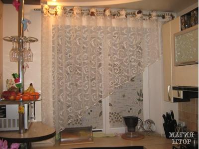 рулонные шторы кофе с гардиной на люверсах