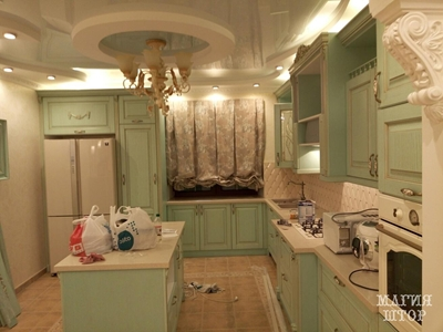 австрийская штора в кухню цвета мяты