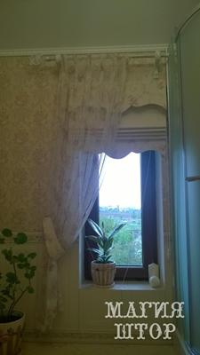 римская штора с декором в ванную комнату